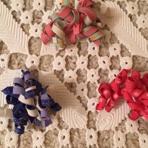 Set/3 two piece CURLY Q BARRETTE/HAIR RIBBONS 🎀